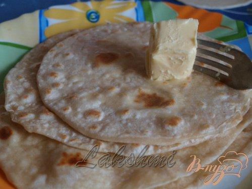 Чапати - простые индийские лепёшки.