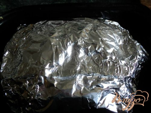 Свинина запеченная с сыром и помидорами.