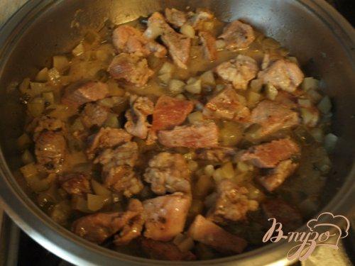 Свинина под соусом из солёных огурцов