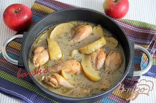 Куриные голени в яблоках