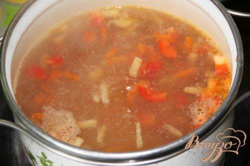 Лёгкий  суп с куриными клёцками и вермишелью