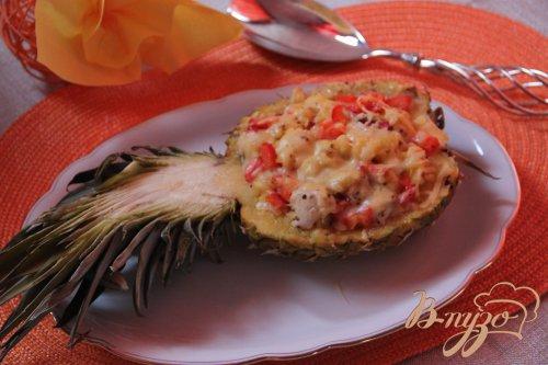 Ананас с курочкой и паприкой в ананасной кошeлке