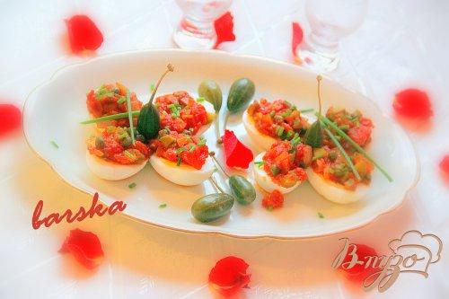 Яйца под горячим томатным соусом