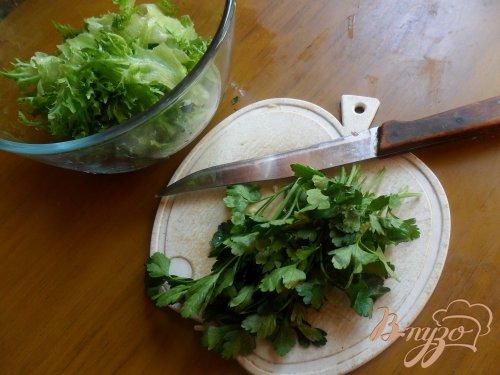 Салат с красной рыбой и сыром.
