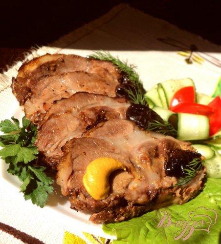 Свинина запеченная с черносливом.