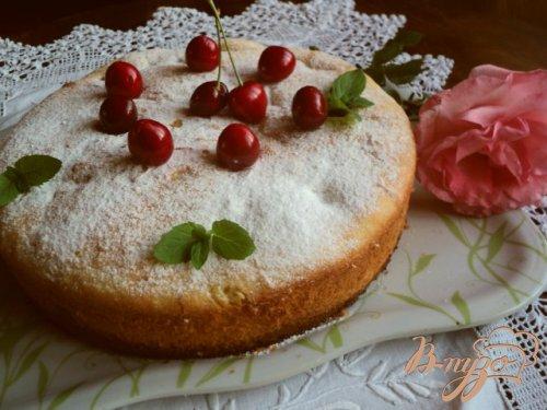 Пирог из манки с черешней.