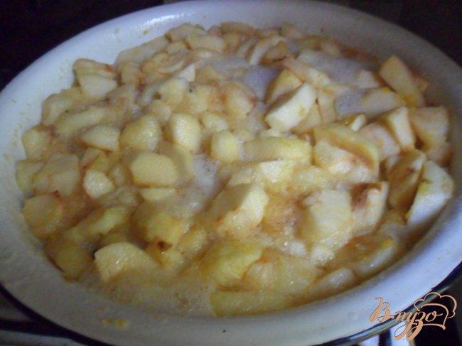 Фото приготовление рецепта: Яблочно-имбирный джем шаг №4