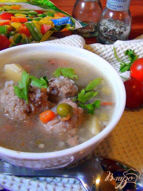 Фото приготовление рецепта: Густой супчик для вечно занятых мамочек с мясными клёцками, гречкой и овощами. шаг №3