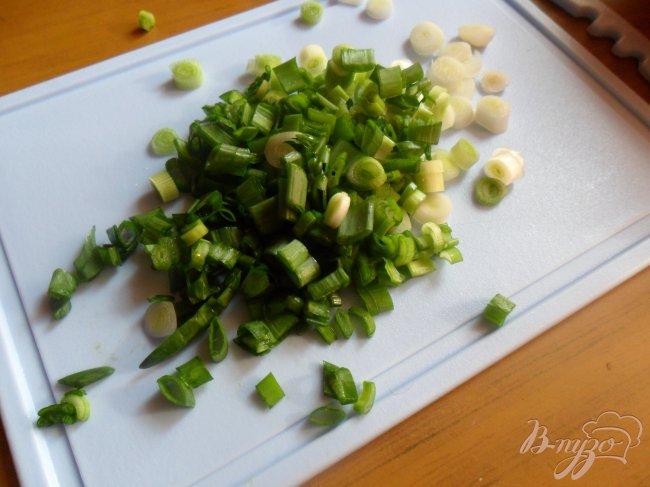 Фото приготовление рецепта: Котлеты из лосося с кремом васаби и салатом из огурцов шаг №5
