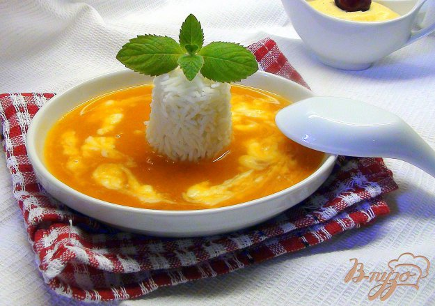 фото рецепта: Фруктовый суп-пюре с заварным соусом и рисом.