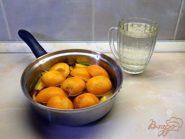 Фото приготовление рецепта: Фруктовый суп-пюре с заварным соусом и рисом. шаг №1