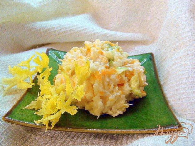 Рецепт Салат рыбный с отварной морковкой и сельдерем.