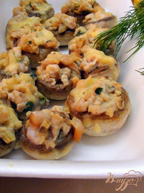 Фото приготовление рецепта: Грибы фаршированные, фуршетные, карпаччо из куриной грудки. шаг №8