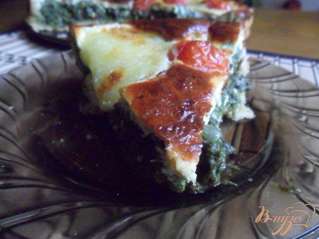 Фото приготовление рецепта: Сырно-шпинатный киш с томатами черри шаг №11