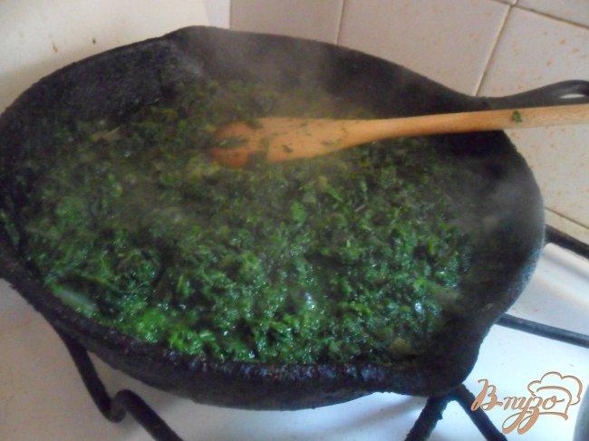 Фото приготовление рецепта: Сырно-шпинатный киш с томатами черри шаг №4