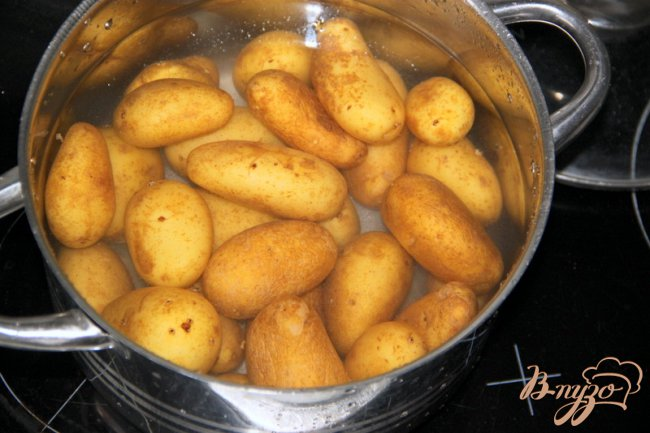 Фото приготовление рецепта: Молодой картофель