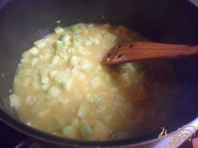 Фото приготовление рецепта: Кабачковый суп - пюре шаг №4