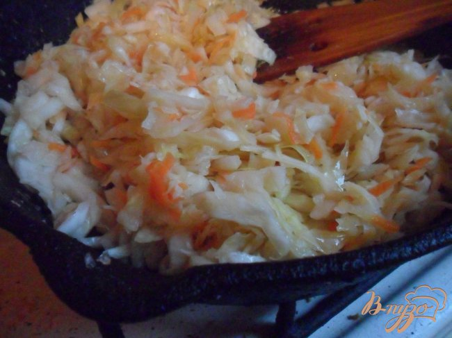 Фото приготовление рецепта: Щи из квашеной капусты с картофелем