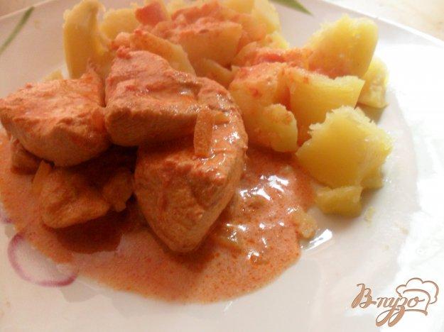Рецепт Грудка в соусе из сметаны, томатов и паприки