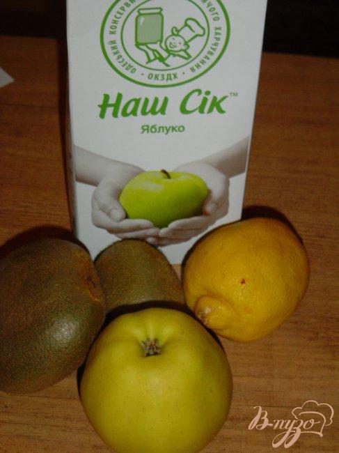 Фото приготовление рецепта: Смузи из киви, яблока и лимона шаг №1