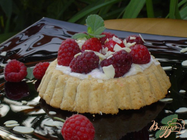 Фото приготовление рецепта: Тарталетки с творожным кремом и малиной шаг №3