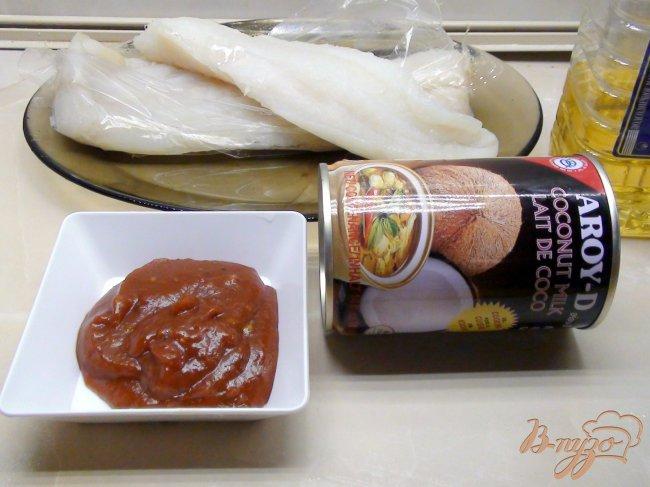 Фото приготовление рецепта: Фунцоза с креветками в томатно-кокосовом соусе. шаг №2