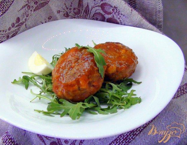 Рецепт Тефтели с гречкой и варёным яйцом в томатном соусе.