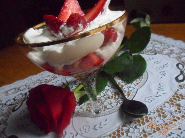 Фото приготовление рецепта: Итонский десерт (Eton mess) шаг №4
