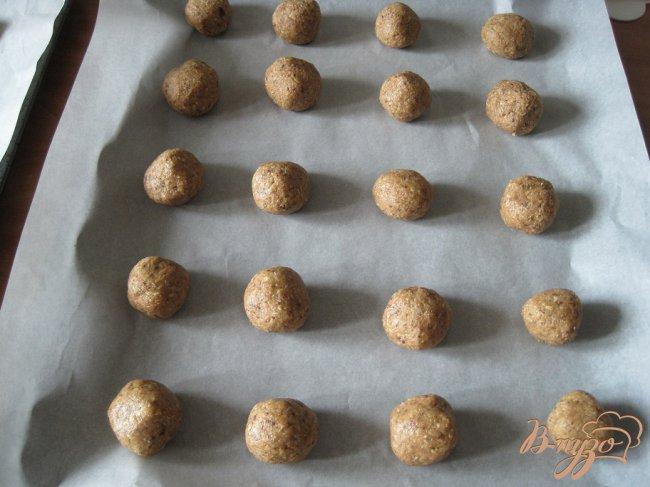 Фото приготовление рецепта: Шоколадно-овсяное печенье шаг №4
