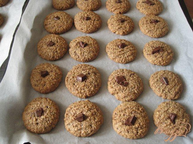 Фото приготовление рецепта: Шоколадно-овсяное печенье шаг №6