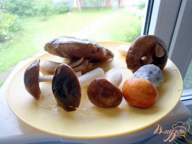 Фото приготовление рецепта: Печень с грибами и сметаной. шаг №1