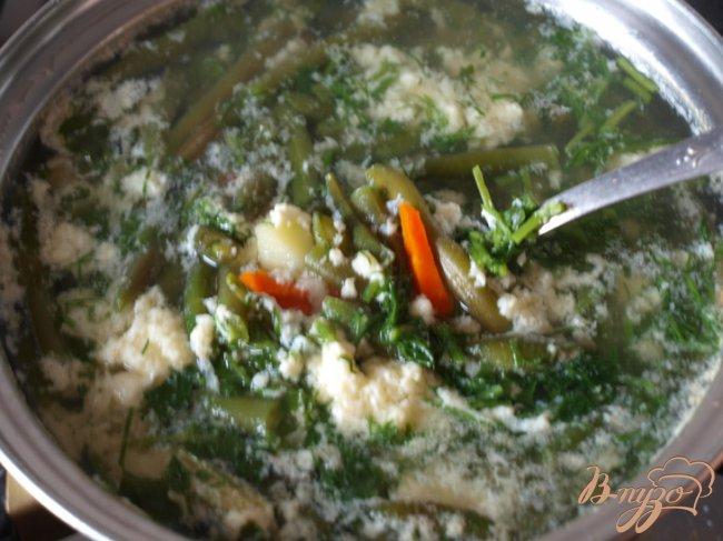 Фото приготовление рецепта: Лёгкий суп с яйцом шаг №3