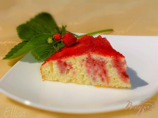 Рецепт Заливной клубничный пирог