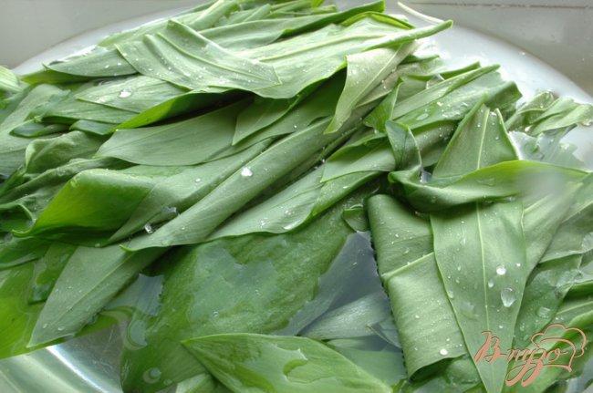Фото приготовление рецепта: Салат с черемшой шаг №2