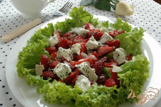 Рецепт Клубничный салат с маковой заправкой