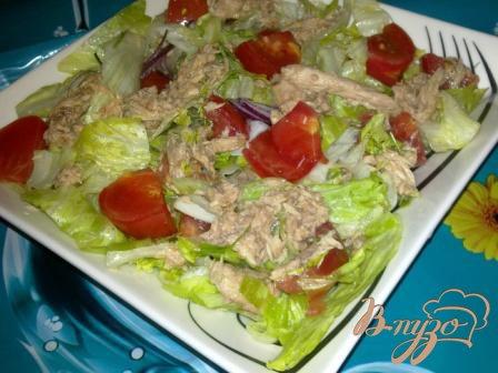 Рецепт Салат с айсбергом помидорами и тунцом