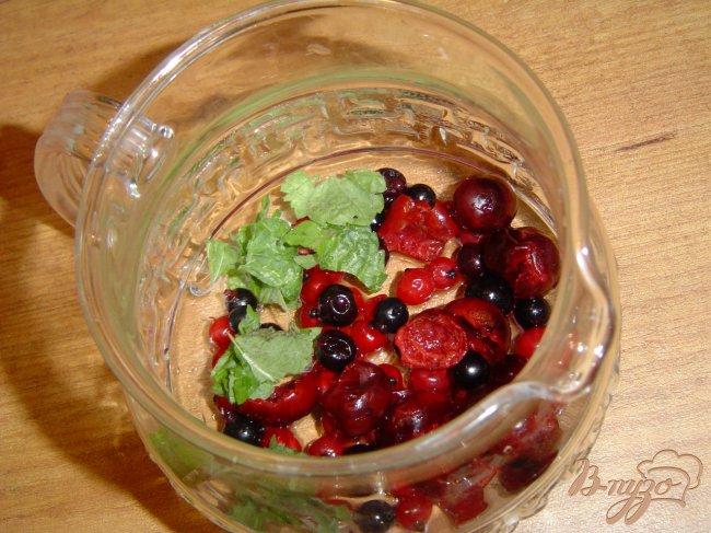 Фото приготовление рецепта: Чай «Фруктово-ягодная песня» шаг №1