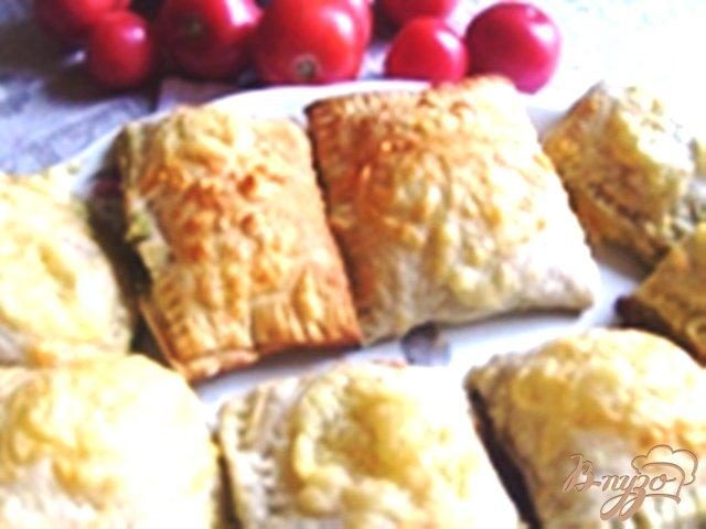 Фото приготовление рецепта: Слоеные пирожки со шпинатом шаг №4