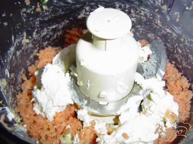 Фото приготовление рецепта: Пирожное рыбно-икорное шаг №3