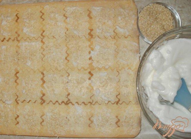 Фото приготовление рецепта: Сырные крекеры шаг №5