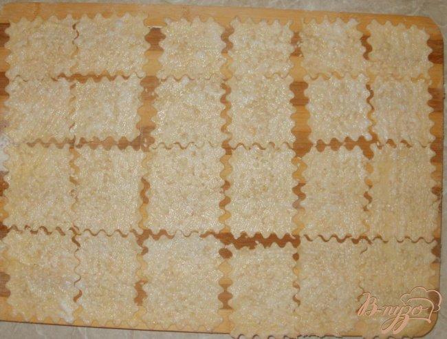 Фото приготовление рецепта: Сырные крекеры шаг №6