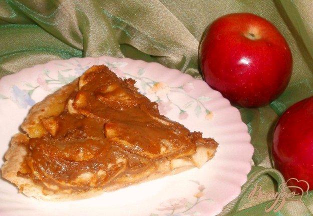 Рецепт Яблочный пирог с вареным сгущенным молоком