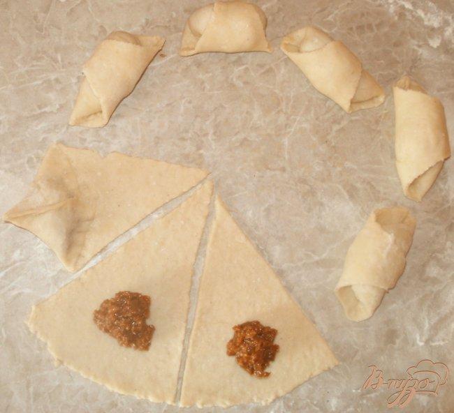 Фото приготовление рецепта: Рогалики из творожного теста шаг №2