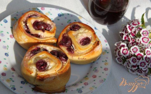 Рецепт Сдобные булочки-улитки с творогом и вишней