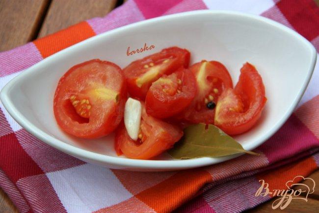 Фото приготовление рецепта: Летние квашеные помидоры шаг №3
