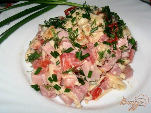 """Рецепт Салат из ветчины, сыра и помидор """"Хит"""""""