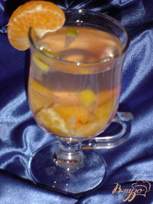 Фото приготовление рецепта: Горячий напиток из слив,мандарина и лимона. шаг №4