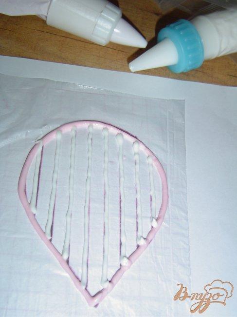Фото приготовление рецепта: МК по изготовлению цветка из айсинга шаг №5