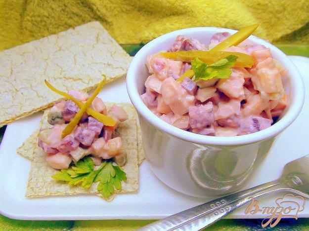 Рецепт Салат со свеклой, селёдочкой и брусничной заправкой.
