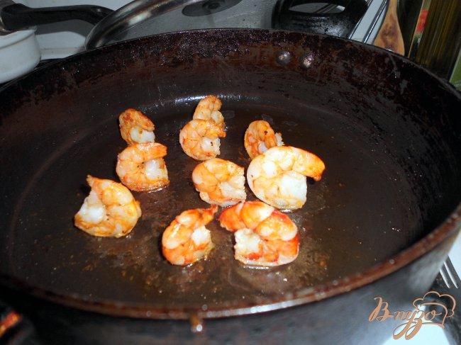 Фото приготовление рецепта: «Кораблики» из креветок, детская закуска. шаг №3